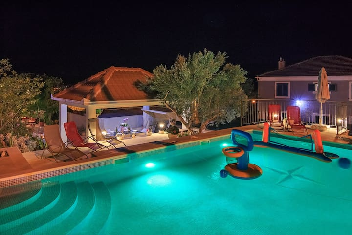 4* brand new apartment with pool near Trogir, A2