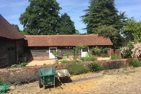 Grayswood Cowshed in stunning Grounds