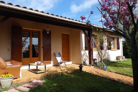 Près Bordeaux: chambre dans maison  - Carbon-Blanc - House