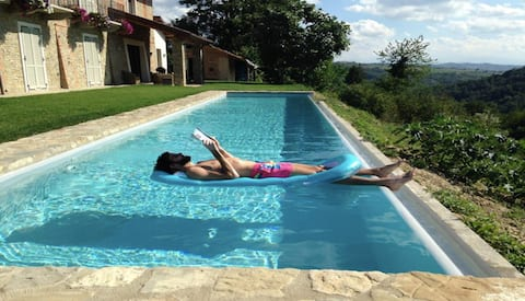 Couples quiet getaway in the Barolo countryside