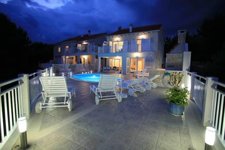Luxury accommodation Villa Mirula - Sumartin - 別荘