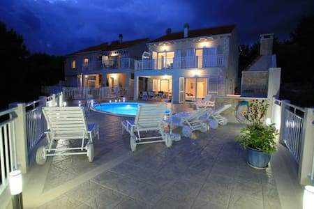 Luxury accommodation Villa Mirula - Sumartin