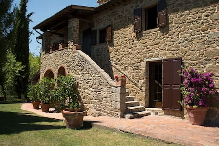 Villa Chiana, In the neck of the woods of Tuscany - Villa