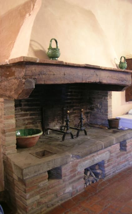L'antico camino - The old fireplace