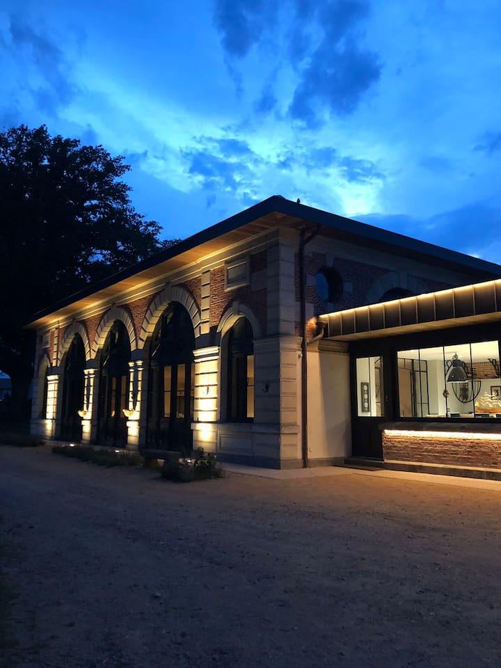 L Orangerie de Chatel  parc clos de 60 hectares