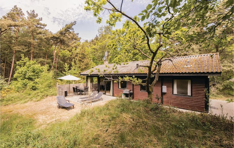 Holiday cottage with 3 bedrooms on 67m² in Aakirkeby