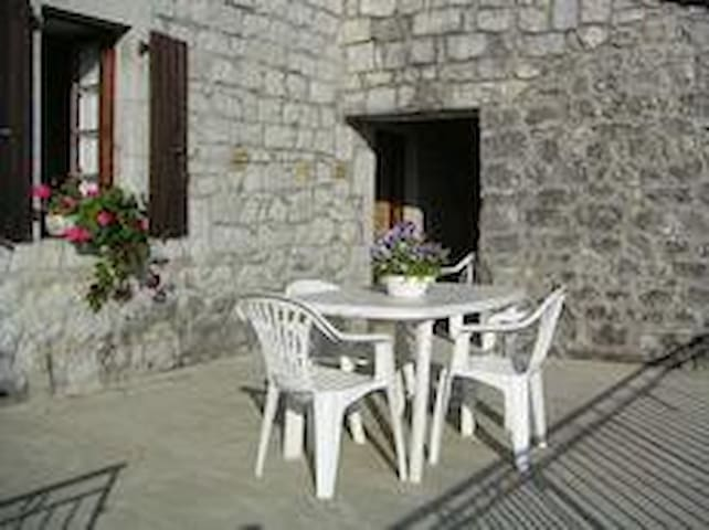 Detached stone house - Saint-Alban-Auriolles - House