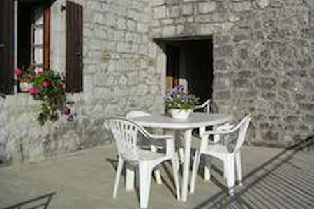 Unabhängige Steinhaus - Saint-Alban-Auriolles - Haus