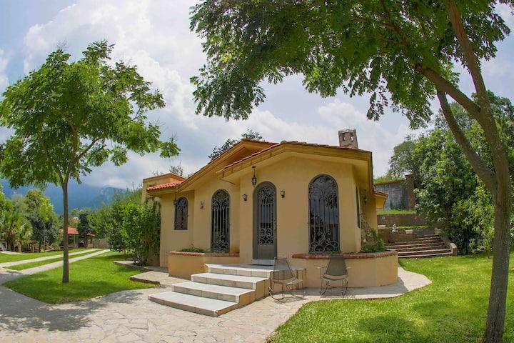 """""""La Zamora"""" casa en la naturaleza."""