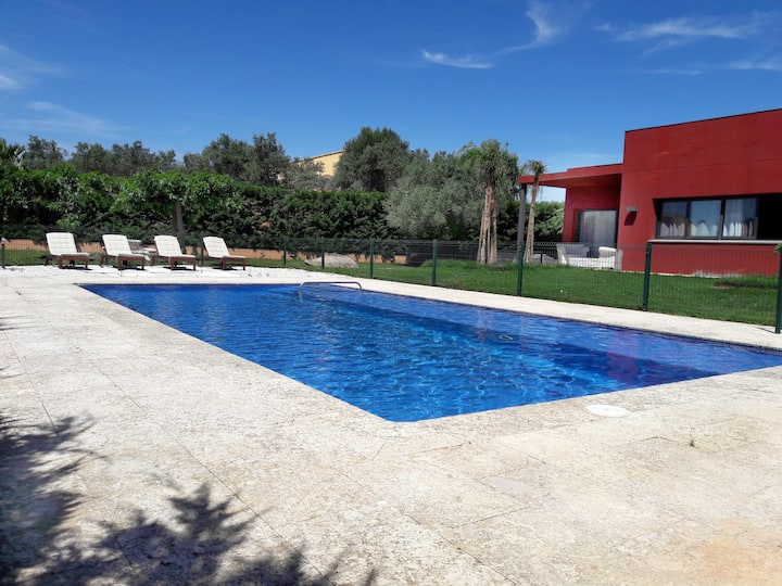 Magnificent house with s. pool in Golf Peralada