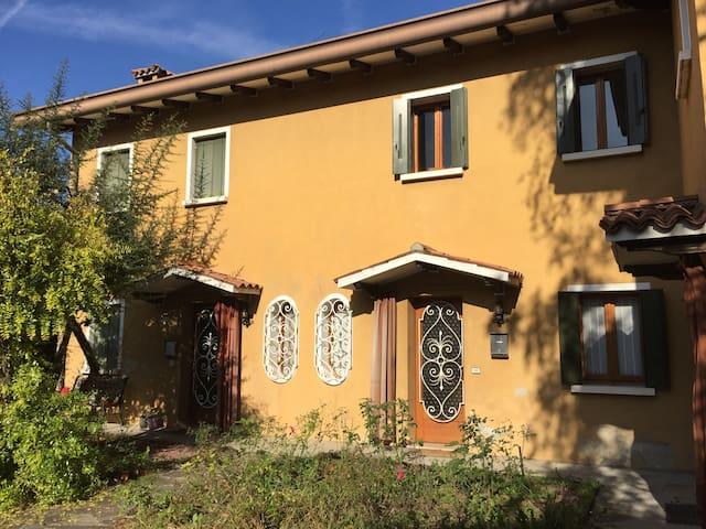 """Casetta """"Marisa"""" in centro storico - Oderzo - House"""