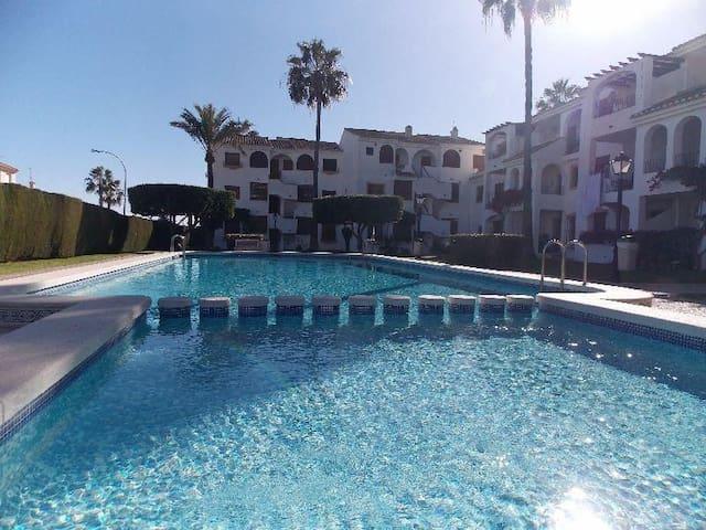 Bonito apartamento con piscina, jardin y terraza