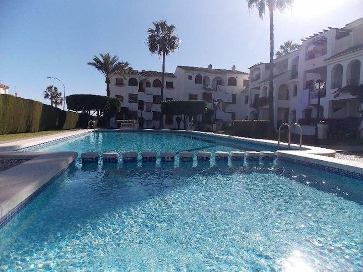 Apartamento con piscina, jardin y terraza
