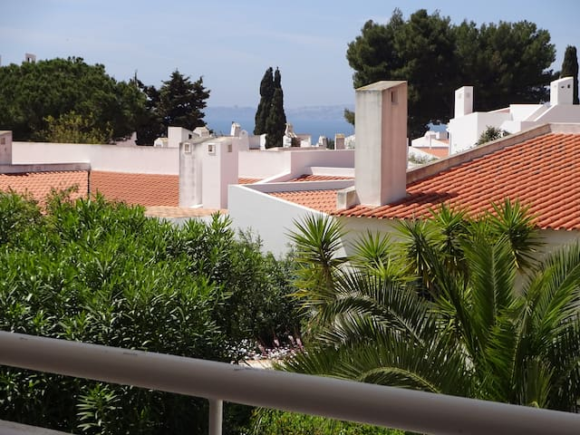 LAST MINUTE Sea view apartment in luxury location!