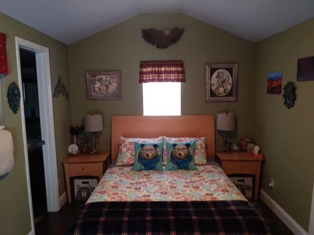 Queen bed in the Acorn.
