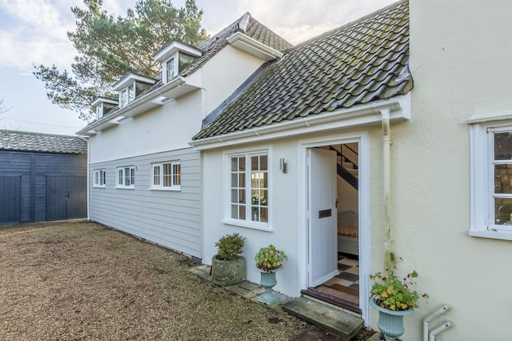 Marsh view is a contemporary ground floor apartment, overlooking the Hazlewood marsh and the River Alde