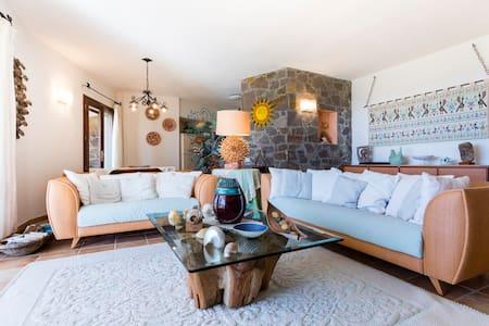 luxury villa with sea views - Localita Settiballas, Chia.   Comune:  Domus De Maria