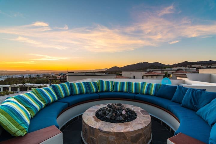 ⭐️ Spacious 4BR/3.5BA Villa+ Private Rooftop ! Great for Friends & Families ⭐️