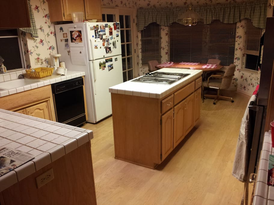 A very nice kitchen and dining area are here for your use.