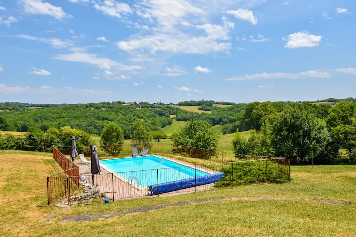 House with private, heated swimming pool and nature park, beautiful views.