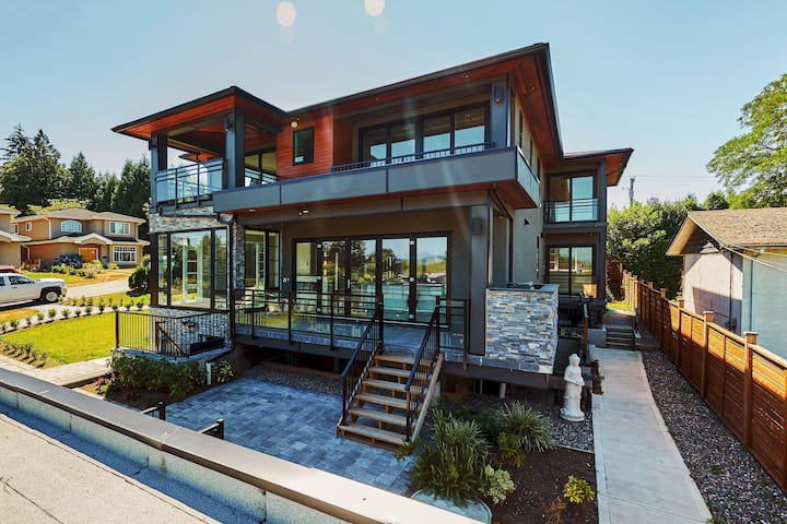 The Chateau-Modern & Luxurious 5BR three lvls Hse