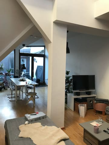 Cosy room in a superb loft in the heart of Berlin