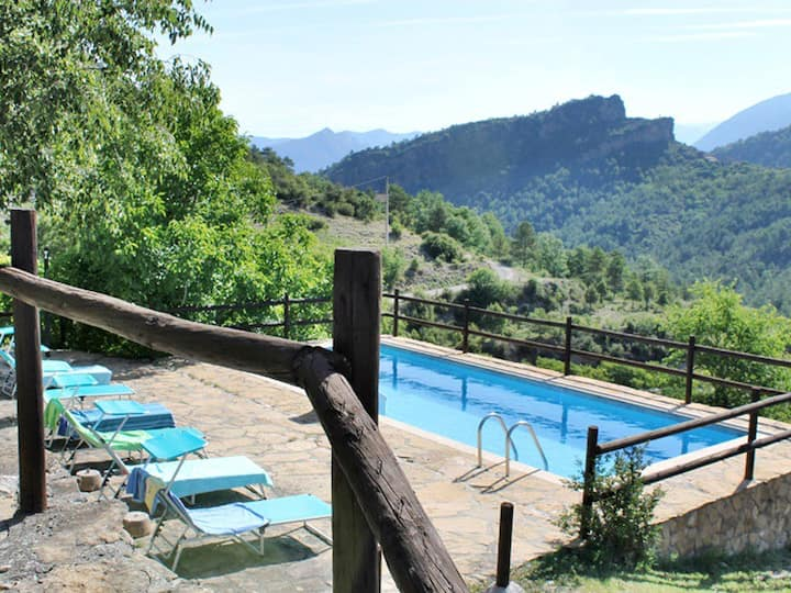RURAL HOUSE MOUNTAIN WITH POOL