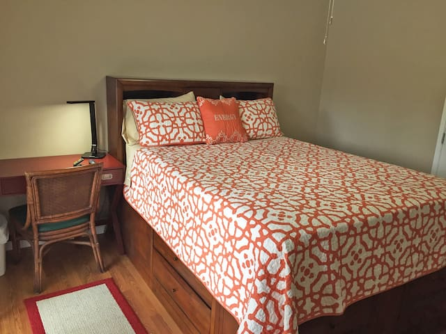 Queen Bed, Private Entry, Shared Bath, Garage