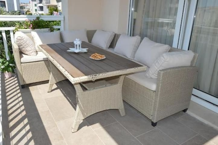 !NEW! Luxury sea side apartment