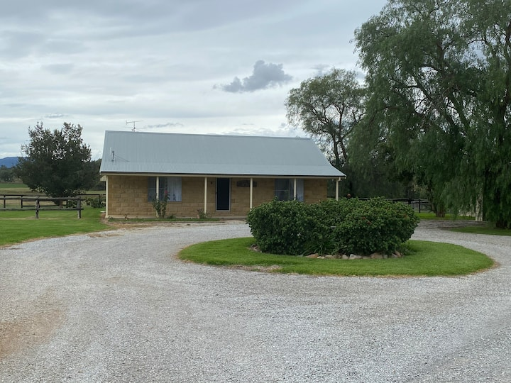 Rural Paradise- minutes from town