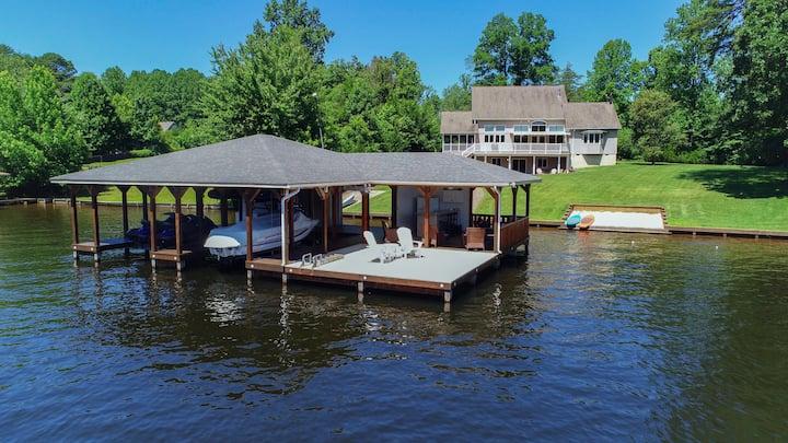 SUNSHINE COVE-Resort-like 5 ba/4ba Lakefront home