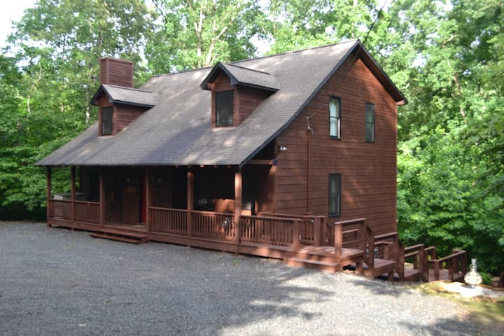 Turtle Creek Cabin Retreat - Sleeps 12