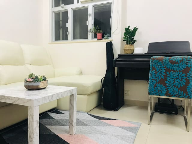 Spacious apartment in SYP/HKU (5-7 mins from MTR)
