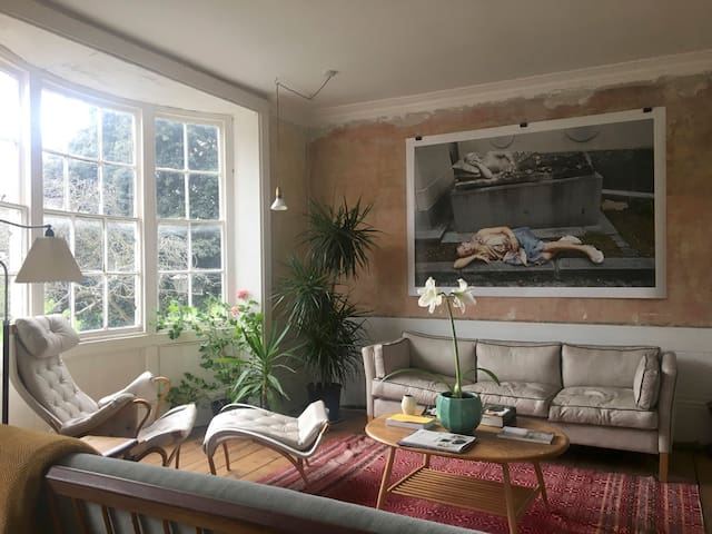 The Sitting Room is the perfect space to read, have conversations, drink tea or have some drinks in the company of your loved ones, or simply meditate and hear the birds tweeting in the trees outside.
