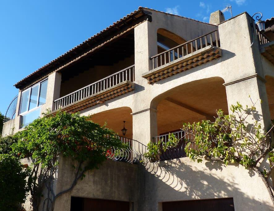 villa de 2 étages face à la mer