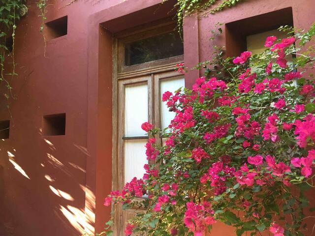 Loft in a Beautiful Garden of an Artist