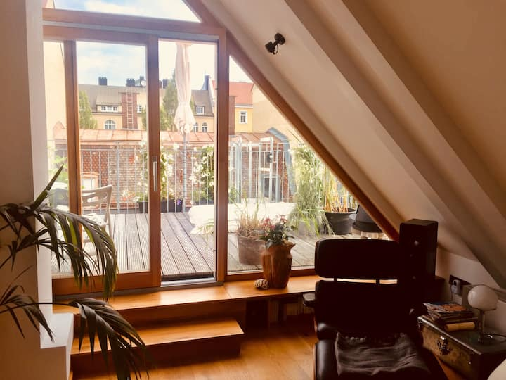 Central, cosy, stylish apartment with roof deck