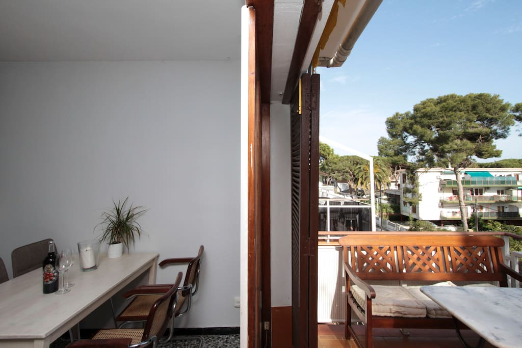 Top floor beach home with fantastic balcony appartamenti for Monolocali economici in affitto a barcellona