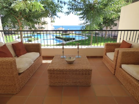 Air-conditioned apartment 500m from the beach