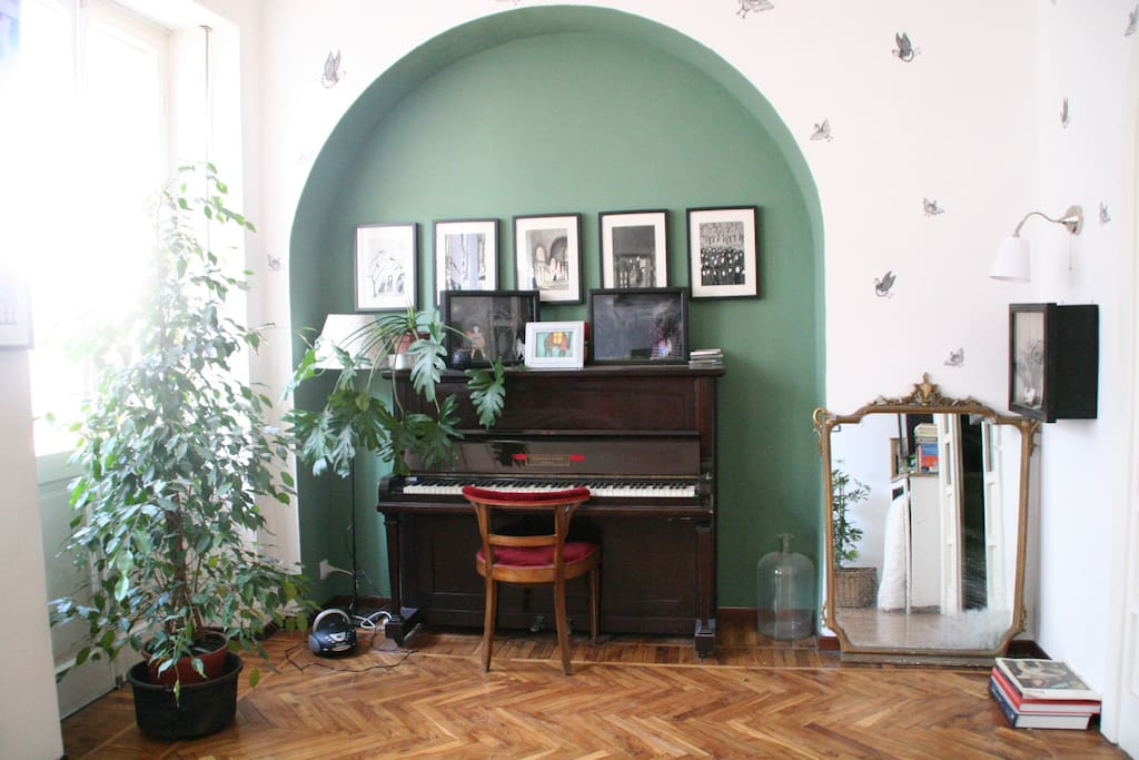 piano with old mirror