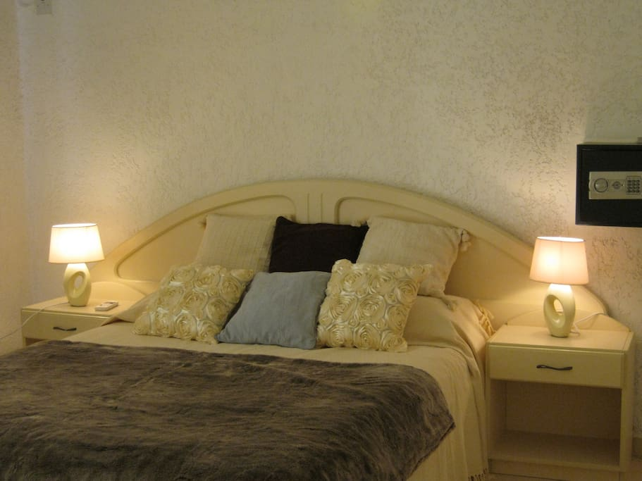 Main Bedroom (Kingsize bed) - with ensuite facility