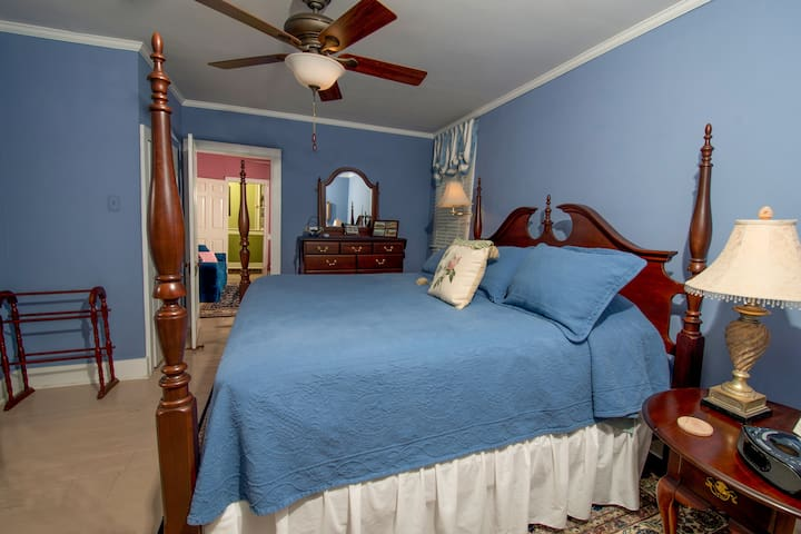 The Fearing (king) suite bedroom