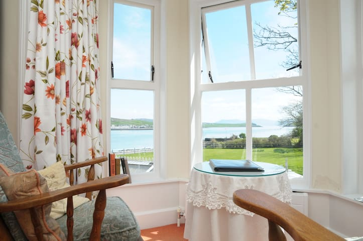 'Robert Mitchum' Suite. Ocean View - Dingle - Bed & Breakfast