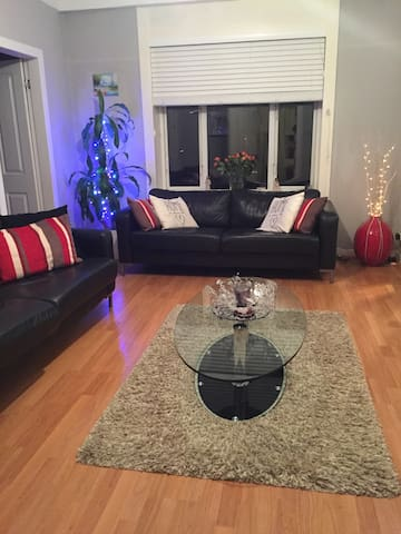 Cosy 3 bedroom family home in Kings Park - Glasgow - Dům