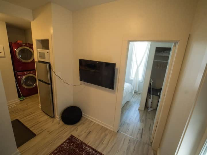 Cozy 1bdrm w/full ensuite laundry *New reno*