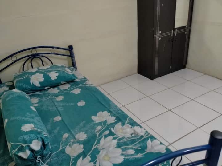 Ummi Salamah Cilandak for Women 42 no-AC/no-window