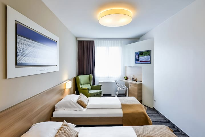 TWIN Room,PrivateBath, Free Parking,WiFi,Breakfast
