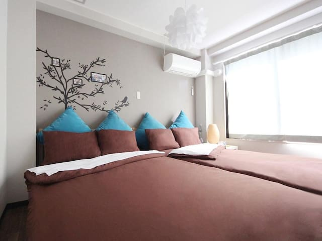 10 min from Osaka Station! Private twin-room(2 Double bed)