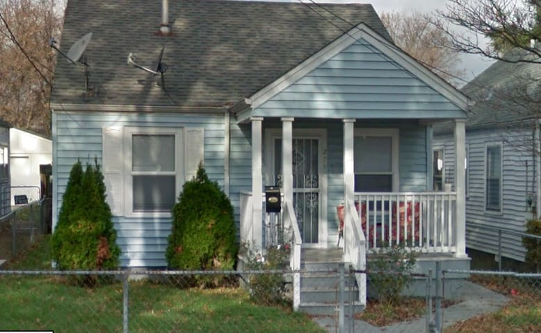 Cute Derby House--15 Min Walk to Churchill Downs!