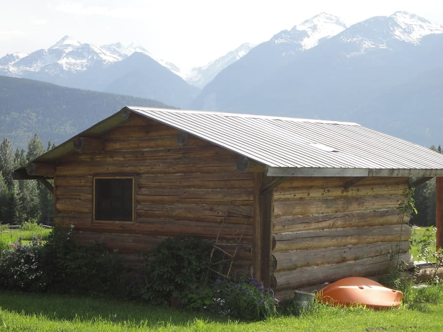 back of cabin with a peek of the mountains
